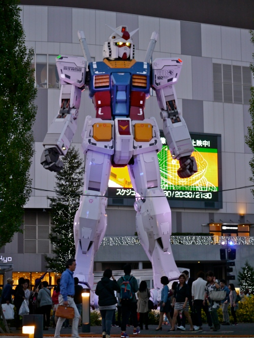 Gundam statue in the DiverCity plaza. Because Japan.