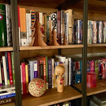 ChristmasBookshelves